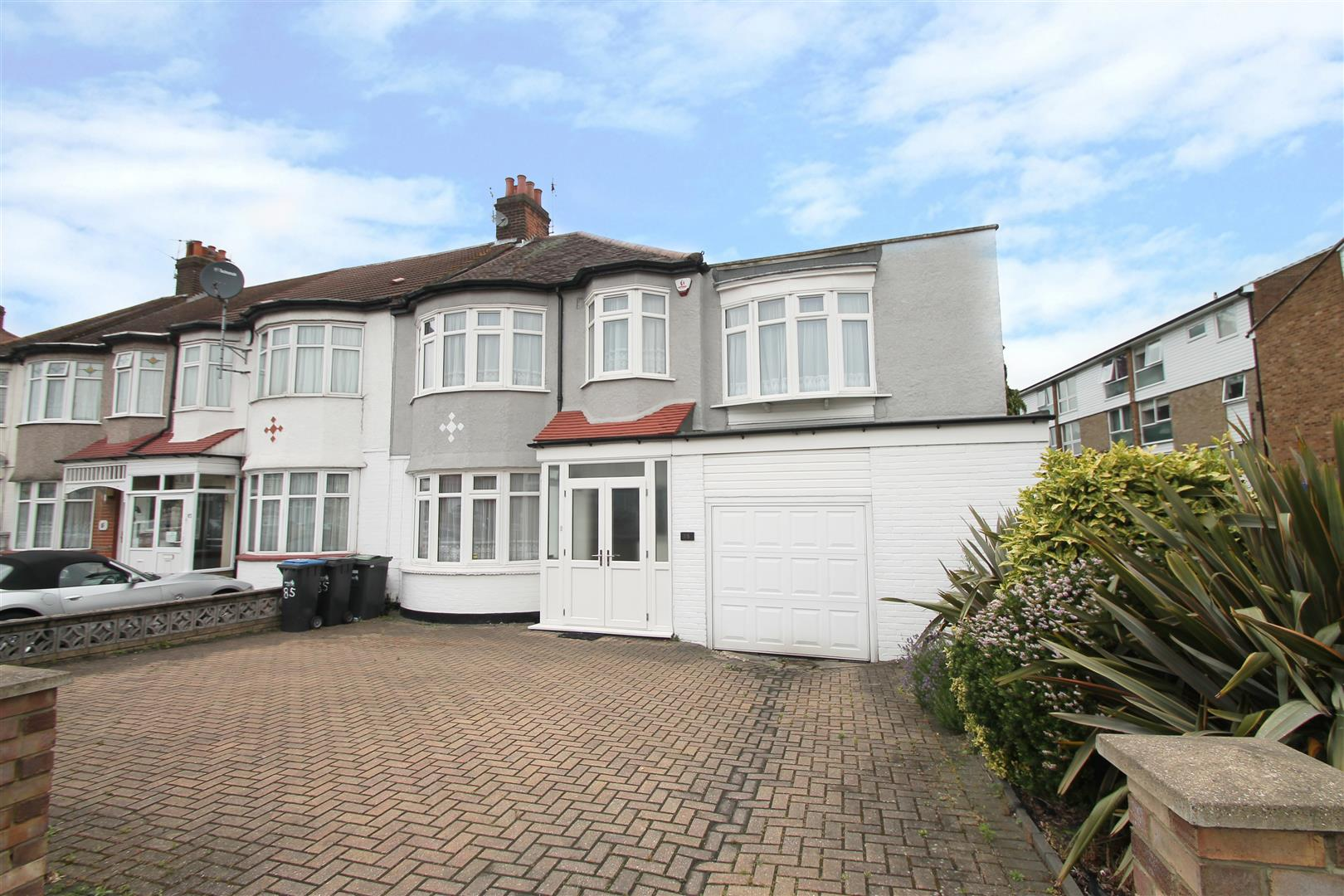 4 Bedrooms House for sale in Hedge Lane, London